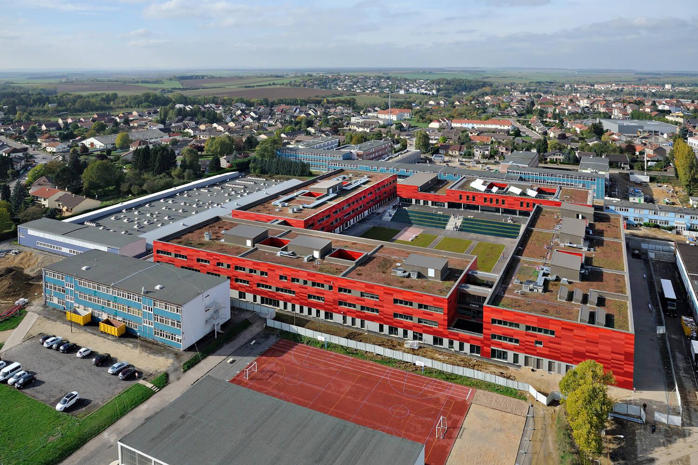 Travaux de végétalisation de toiture au lycée Jean Zay de Jarny Metz en Meurthe-et-Moselle