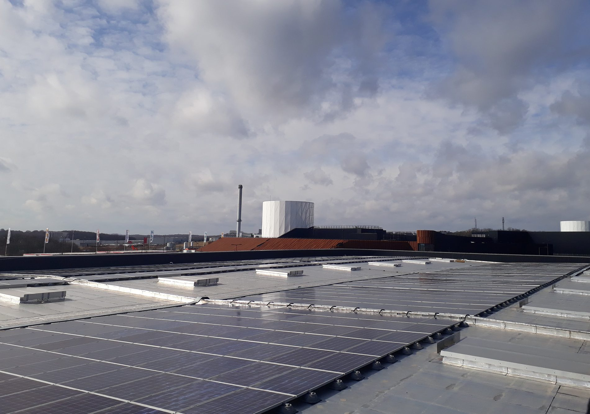 Travaux de réalisation d'une toiture végétale au centre commercial B'EST à Faréberbersviller, Metz, Moselle